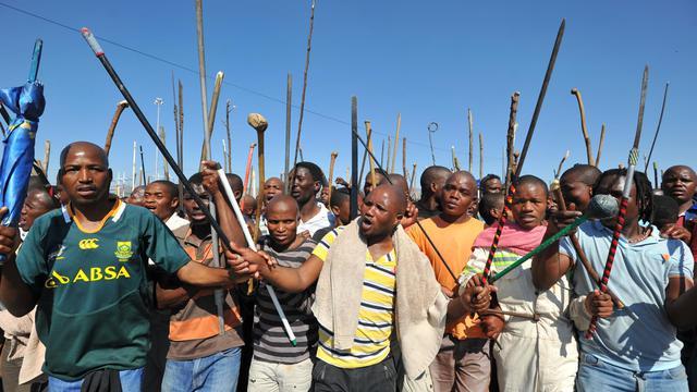 Un cadavre a été découvert mardi, portant à 45 morts le bilan du conflit social de Marikana, alors que le jeune tribun Julius Malema a exhorté les mineurs sud-africains à lancer une grève nationale de cinq jours par mois pour obtenir des augmentations de salaire. [AFP]