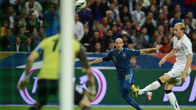 L'équipe de France a confirmé ses bons débuts dans les éliminatoires pour le Mondial-2014 en battant le Belarus 3-1, alors que dans le même groupe, les champions du monde et d'Europe espagnols ont attendu les dernières minutes pour battre la Géorgie 1-0. [AFP]