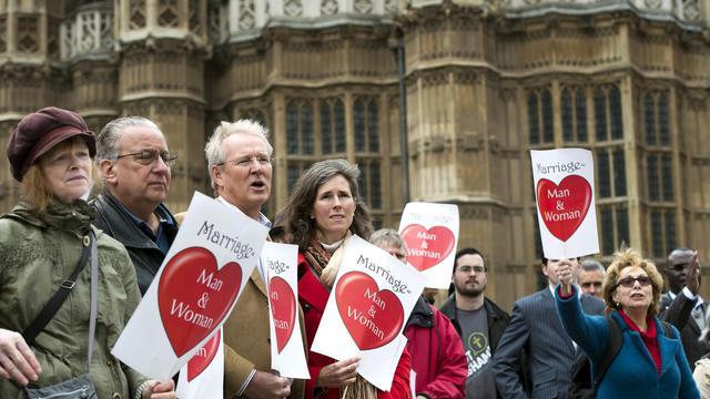 Des opposants au mariage pour les couples homosexuels réunis devant le Parlement, le 24 mars 2013 à Londres [Adrian Dennis / AFP/Archives]