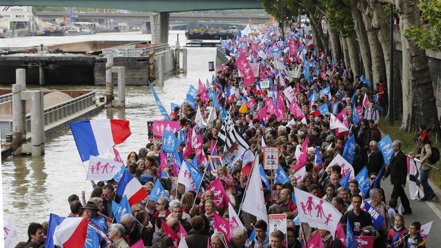 Les opposants au mariage pour tous manifestent sur les quais de Seine, le 26 mai 2013 à Paris [Francois Guillot / AFP]