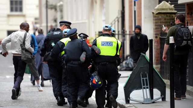 Arrestations le 11juin 2013 0 Londre lors des premières manifestations contre le G8 [Leon Neal / AFP]