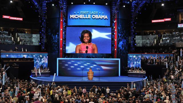 Les démocrates ont réservé un triomphe mardi à Michelle Obama qui a brossé un portrait laudateur de son mari Barack dans un discours enlevé, clou d'une première journée de la convention nationale de Charlotte où le républicain Mitt Romney a été vilipendé.[AFP]
