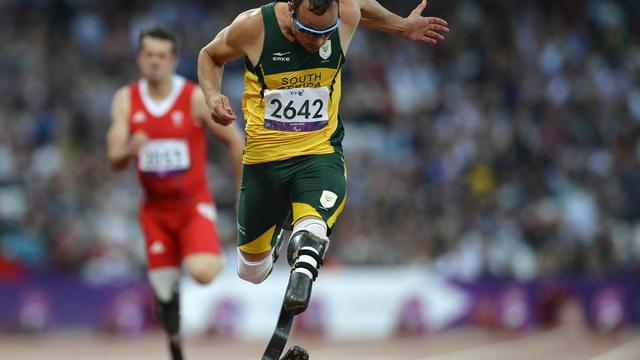 Le Sud-Africain Oscar Pistorius s'est facilement qualifié mercredi soir pour la finale du 100 m de sa catégorie (T44) aux jeux Paralympiques de Londres, qui aura lieu jeudi, sans pour autant faire le meilleur temps des demi-finales[AFP]
