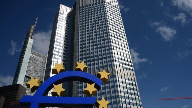 La zone euro reprend espoir vendredi au lendemain des décisions importantes annoncées par la Banque centrale européenne (BCE), même si la balle est désormais dans le camp des Etats comme l'a rappelé le président français françois Hollande. [AFP]