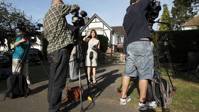 """La presse britannique qui s'interrogeait vendredi sur le motif des """"exécutions"""" et sur la découverte tardive de la seconde fillette survivante. [AFP]"""