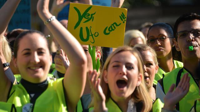 Une grève historique des hôtesses et stewards de Lufthansa a contraint la première compagnie aérienne allemande à annuler des centaines de vols vendredi mais en fin de journée, direction et syndicat se sont mis d'accord pour faire intervenir un médiateur. [AFP]