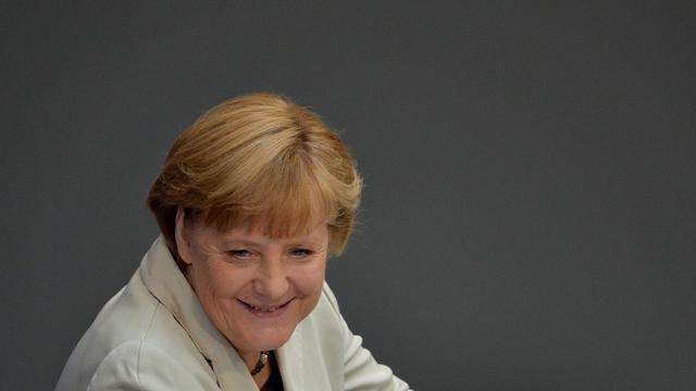 """La chancelière Angela Merkel a salué mercredi le feu vert de la Cour constitutionnelle allemande au plan de sauvetage de l'euro qui marque selon elle """"une bonne journée pour l'Europe"""". [AFP]"""