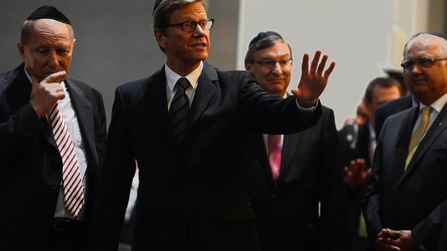 Le ministre allemand des Affaires étrangères, Guido Westerwelle arrive à une cérémonie d'ordination de quatre rabbins à la synagogue de Cologne le 13 septembre 2012 [Patrik Stollarz / AFP]