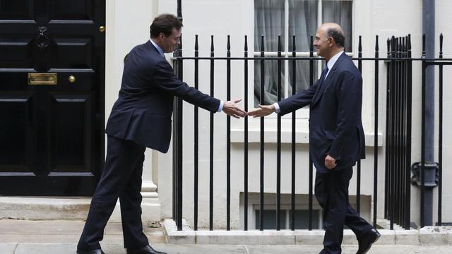 Pierre Moscovici et George Osborne, le 17 septembre 2012 à Londres [Justin Tallis / AFP]