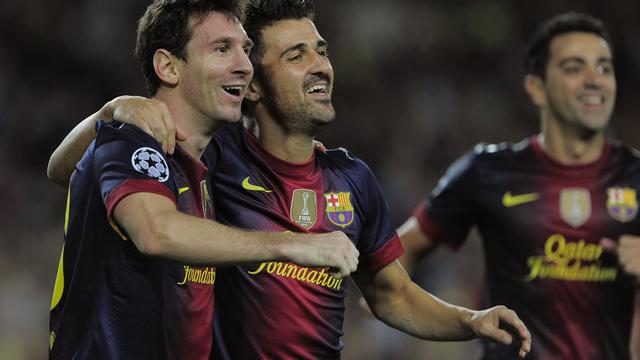 L'Argentin Leo Messi (g), double buteur face au Spartak Moscou en Ligue des champions, félicité par son coéquipier de Barcelone David Villa, le 19 septembre 2012, à Barcelone. [Josep Lago / AFP]