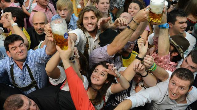 Des participants à l'Oktoberfest, la fête de la bière de Munich, le 22 septembre 2012 [Christof Stache / AFP]