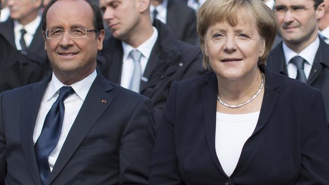 Le président français François Hollande et la chancelière allemande Angela Merkel, à Ludwigsburg, le 22 septembre 2012, pour les célébrations du 50e anniversaire de l'amitié franco-allemande [Carsten Koall / AFP]