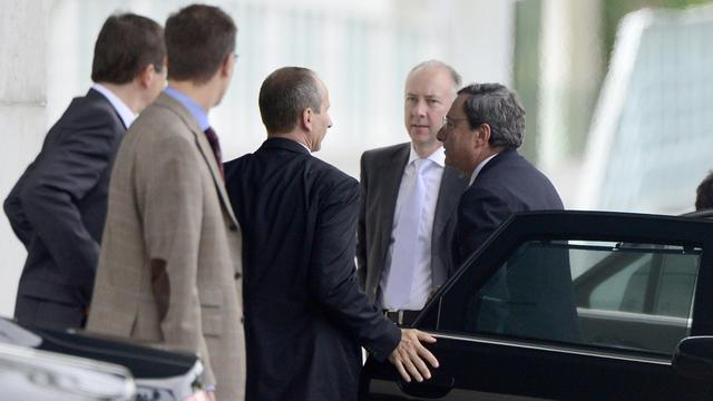 Le directeur de la BCE Mario Draghi (d) arrive à Berlin pour parler de la Grèce, le 25 septembre 2012 [John Macdougall / AFP]