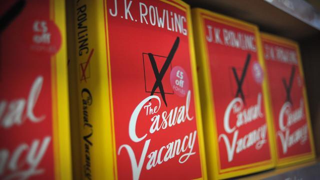 Un exemplaire du nouveau roman de J K Rowling, le 27 septembre 2012 à Londres [Carl Court / AFP]