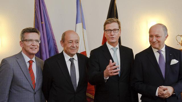 De d à g, Laurent Fabius, Guido Westerwelle, Jean-Yves Le Drian  et Thomas de Maizières, le 1er octobre 2012 à Müllheim [Sebastien Bozon / AFP]