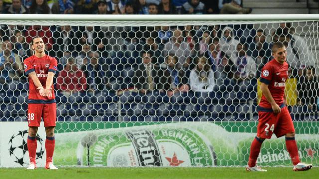L'attaquant suédois Zlatan Ibrahimovic (g) et le milieu italien Marco Verratti (d) lors de la défaite du Paris SG à Porto, le 3 octobre 2012. [Miguel Riopa / AFP]