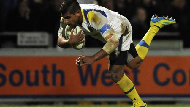 Le Fidjien de Clermont Naplioni Naglaga inscrit un essai sur le terrain d'Exeter, le 20 octobre 2012. [Olly Greenwood / AFP]
