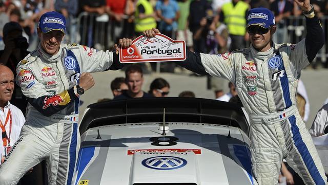 Le pilote français Sébastien Ogier et son copilote Julien Ingrassia, victorieux du Rallye du Portugal le 14 avril 2013 à Faro [Francisco Leong / AFP]