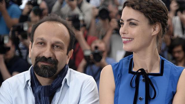 """Asghar Farhadi (g) et Bérénice Béjo, le 17 mai 2013, au Festival de Cannes pour la présentation du film """"Le Passé"""" [Anne-Christine Poujoulat / AFP]"""