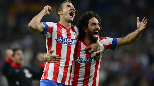 Les joueurs de l'Atletico Madrid Gabi et Arda Turan célèbrent la victoire contre le Real Madrid en Coupe du Roi, 17 mai 2013 à Madrid [Javier Soriano / AFP]