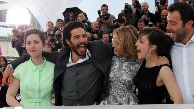 La réalisatrice française Rebecca Zlotowski (g) avec les acteurs Tahar Rahim, Léa Seydoux, Camille Lellouche et Denis Ménochet, le 18 mai 2013 à Cannes [Loic Venance / AFP]