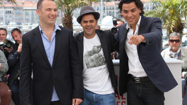 """Mohamed Hamidi (g), Jamel Debbouze et Tewfik Jallab, posent pour la sortie de """"Né quelque part"""", le 21 mai 2013 à Cannes [Loic Venance / AFP]"""