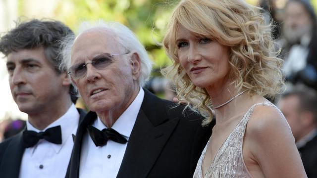 Alexander Payne (à gauche), Bruce Dern et sa fille Laura Dern, le 23 mai 2013 à Cannes [Anne-Christine Poujoulat / AFP]