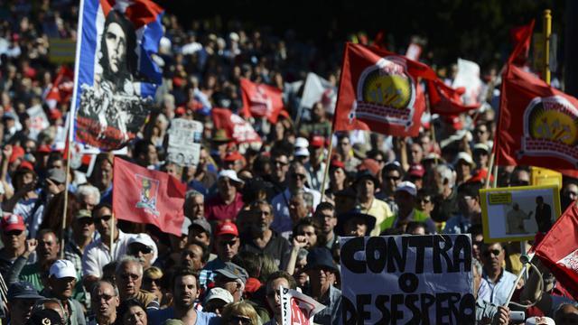 Des manifestants réclament la démission du gouvernement le 25 mai 2013 à Lisbonne [Francisco Leong / AFP]