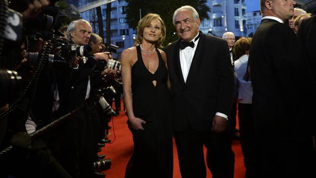 Dominique Strauss-Kahn en compagnie de Myriam L'Aouffir, sa supposée nouvelle compagne, le 25 mai 2013 à Cannes [Anne-Christine Poujoulat / AFP]