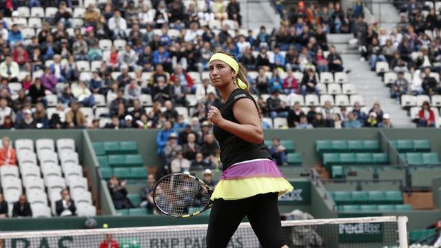 Aravane Rezaï serre le poing après avoir remporté un point face à la Tchèque Petra Kvitova au 1er tour de Roland-Garros, le 29 lai 2013 à Paris [Thomas Coex / AFP]