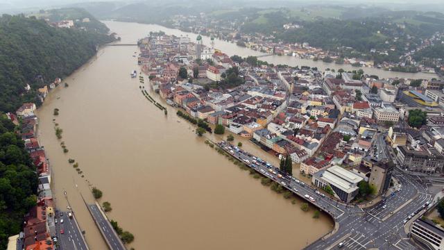 Vue aérienne de la ville de Passau, dans le sud de l'Allemagne, sous les eaux le 3 juin 2013 [Peter Kneffel / DPA/AFP]