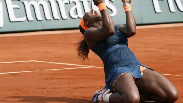 L'explosion de joie de l'Américaine Serena Williams, après sa victoire à Roland-Garros, le 8 juin 2013 [Patrick Kovarik / AFP]