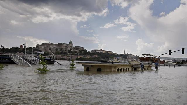 Un embarcadère sur le bord du Danube à Budapest le 8 juin 2013 [Peter Kohalmi / AFP]