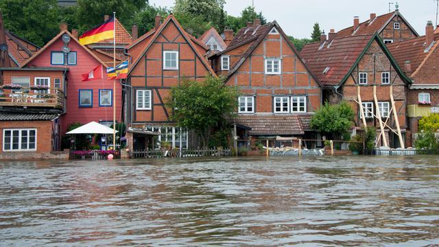 Des maisons de Lauenburg, dans le nord de l'Allemagne, sous les eaux le 12 juin 2013 [Johannes Eisele / AFP]