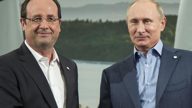 Le président français François Hollande (g) et son homologue russe Vladimir Poutine, le 17 juin 2013 à Lough Erne en Irlande du Nord [Ian Langsdon / Pool/AFP]