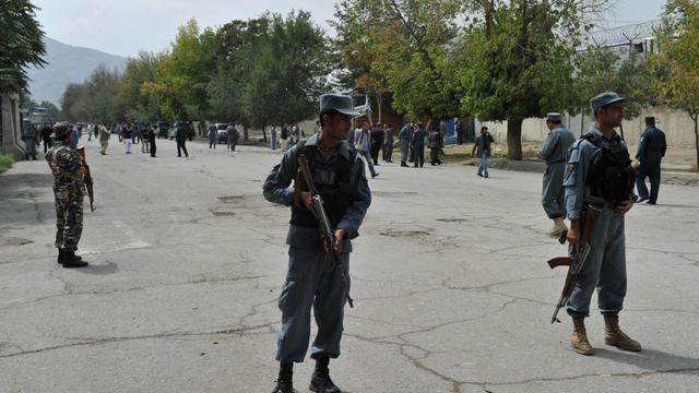 Un attentat-suicide près du QG de l'Otan à Kaboul a fait au moins six morts et cinq blessés samedi, en majorité de jeunes marchands ambulants, a-t-on appris de source gouvernementale. [AFP]
