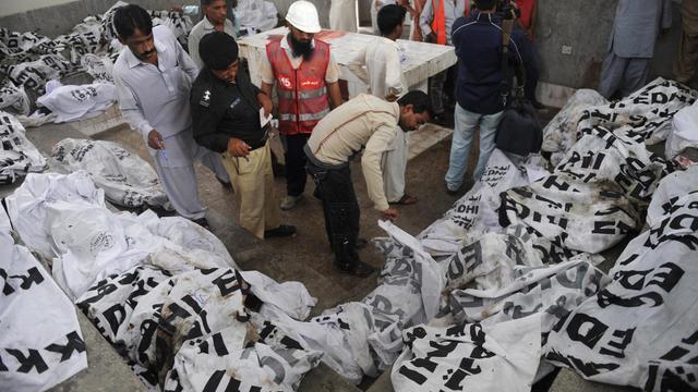 Au moins 261 personnes ont perdu la vie dans deux incendies qui ont ravagé à quelques heures d'intervalle des usines de textile et de chaussures dans les deux plus grandes villes du Pakistan, signes de la fragilité du secteur industriel local. [AFP]