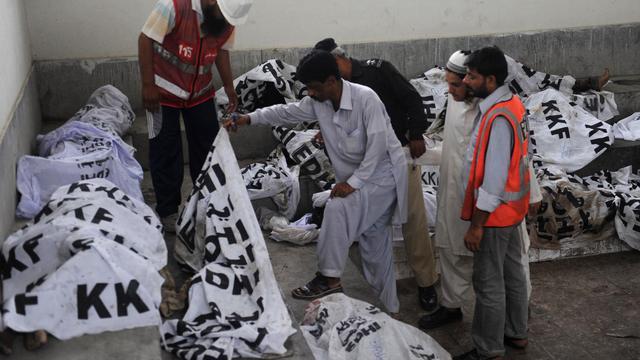 Le puissant incendie ayant ravagé mardi soir une usine de textile à Karachi, la mégalopole du sud du Pakistan, a causé la mort d'au moins 240 personnes, a indiqué mercredi le chef de la police locale. [AFP]
