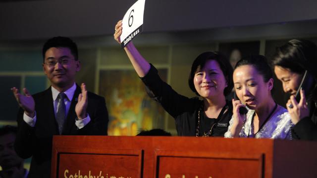 Vente aux enchères co-organisée par Sotheby's pour la première fois à Pékin, le 27 septembre 2012 [Wang Zhao / AFP]