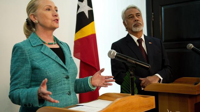 Hillary Clinton est arrivée jeudi au Timor oriental, devenant la première secrétaire d'Etat américaine à fouler le sol de ce confetti d'Asie du Sud-Est indépendant depuis dix ans seulement et meurtri par des décennies de conflits.[POOL]