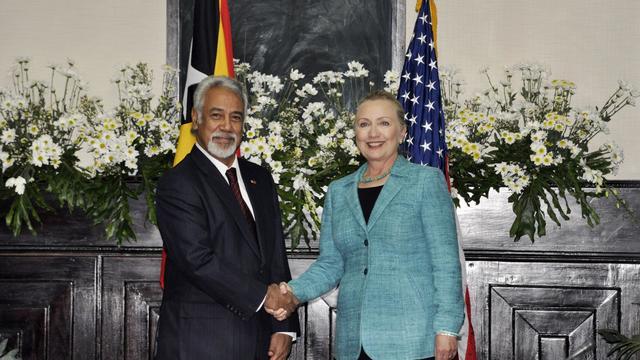 """Les Etats-Unis ne sont pas présents en Asie-Pacifique """"contre un quelconque autre pays"""", a assuré jeudi la secrétaire d'Etat américaine Hillary Clinton lors d'une tournée régionale perçue comme une réponse à l'influence grandissante de Pékin.[AFP]"""