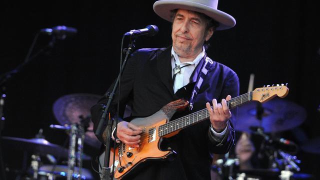 """Alors qu'il ne cesse de faire l'objet de rétrospectives et d'hommages, Bob Dylan poursuit, imperturbable, une carrière entamée il y a 50 ans, avec un nouvel album publié en début de semaine, le très réussi """"Tempest"""" (Columbia/Sony). [AFP]"""