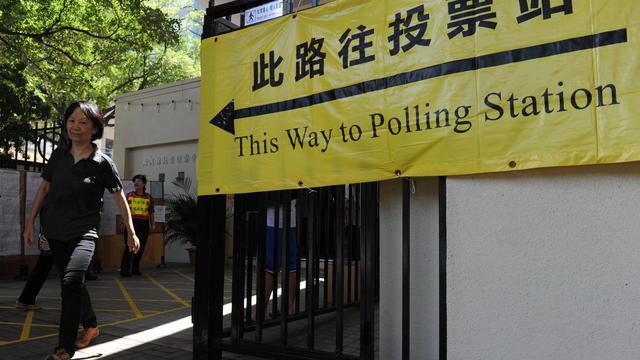 Les Hongkongais ont commencé à voter dimanche matin pour renouveler le parlement, un scrutin sans suspense tant Pékin garde la haute main sur la politique du territoire semi-autonome, mais crucial pour les pro-démocrates qui bataillent afin d'imposer le suffrage universel. [AFP]