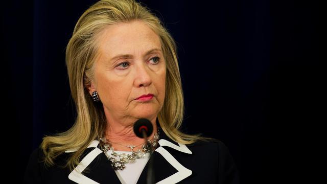 """Les Etats-Unis n'ont pas imposé de """"date butoir"""" à l'Iran, dans le collimateur pour son programme nucléaire, a déclaré la secrétaire d'Etat Hillary Clinton, répétant à l'adresse d'Israël que Washington privilégie la voie de la diplomatie et des sanctions contre Téhéran. [POOL]"""