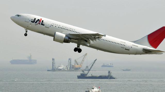 Un avion de la compagnie Japan Airlines en phase de décollage, en janvier 2010 [Yoshikazu Tsuno / AFP/Archives]