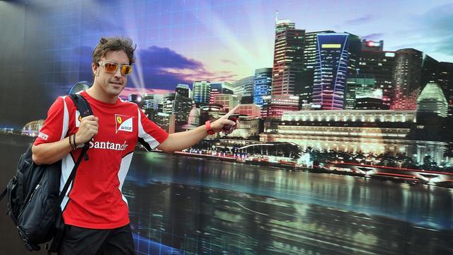 Le pilote Ferrari Fernando Alonso, à son arrivée sur le paddock du GP de Singapour, le 20 septembre 2012. [Punit Paranjpe / AFP]