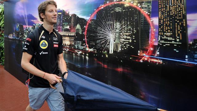 Le pilote français de l'écurie Lotus, Romain Grosjean, le 21 septembre 2012 dans le paddock du GP de Singapour. [Punit Paranjpe / AFP]