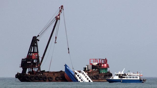 La proue du Lamma, le bateau éperonné lundi à Hong Kong [Laurent Fievet / AFP]
