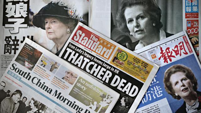 Les Unes de journaux annonçant la mort de Margaret Thatcher, le 9 avril 2013 à Hong Kong [Philippe Lopez / AFP]