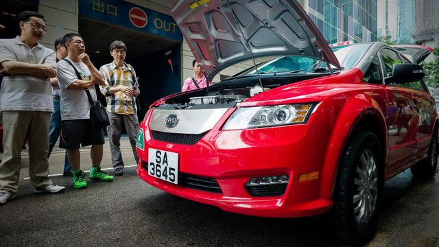 Un taxi électrique dans une rue de Hong Kong, le 17 mai 2013 [Philippe Lopez / AFP]